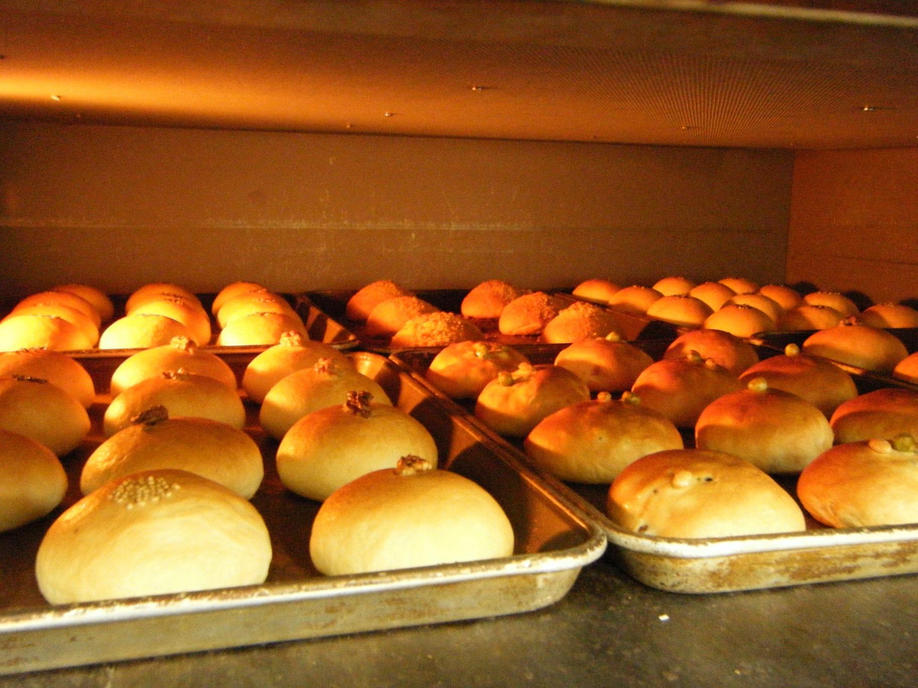 食パン工房あんじゅ本店 あんぱん数量限定で売っています